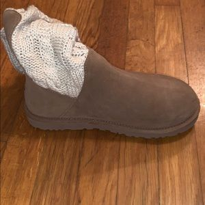 A ugg boot never worn tags off cute